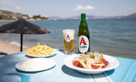 Ανακαλύπτουμε τα καλύτερα νησιά για foodies και απογειώνουμε τις στιγμές μας με δροσερή μπύρα ΑΛΦΑ