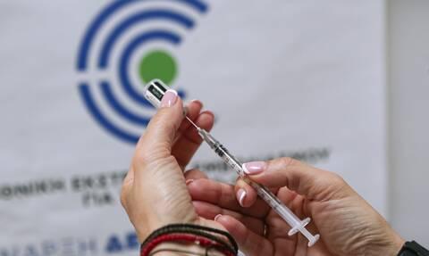 Εθνική Επιτροπή Βιοηθικής: «Έσχατη λύση» ο υποχρεωτικός εμβολιασμός γιατρών και νοσηλευτών
