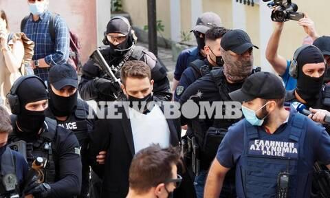 Δολοφονία Γλυκά Νερά: Στον εισαγγελέα ο Μπάμπης Αναγνωστόπουλος με αλεξίσφαιρο και δρακόντεια μέτρα