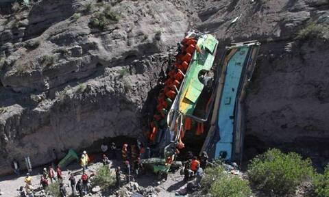 Τραγωδία στο Περού: Τουλάχιστον 27 νεκροί σε δυστύχημα με λεωφορείο