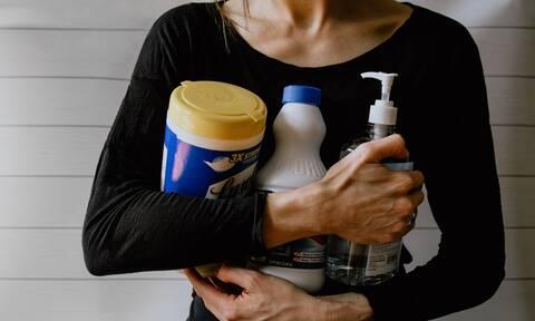 Πώς θα καθαρίσετε τη μούχλα στο σπίτι;