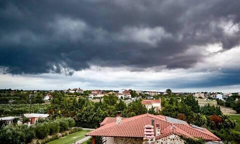 Καιρός Αγίου Πνεύματος: Με καταιγίδες και χαλάζι το τριήμερο - Πού θα είναι έντονα τα φαινόμενα