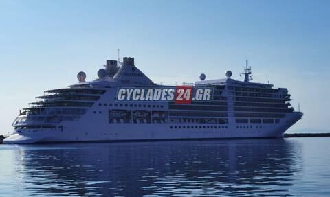 Εντυπωσιακές εικόνες στη Σύρο: Κατέφθασε το πρώτο κρουαζιερόπλοιο της φετινής σεζόν
