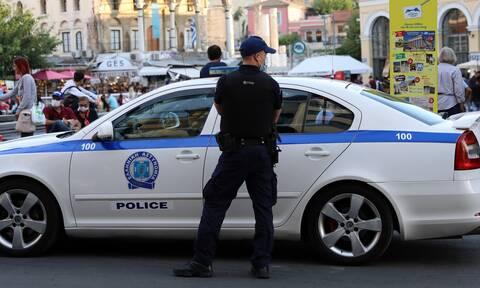 Αναστάτωση στην ΕΛΑΣ: Συνελήφθη αστυνομικός στη φύλαξη γραφείων κόμματος - Κατηγορείται για ληστείες