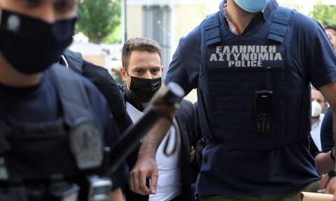 Γλυκά Νερά: Ο 33χρονος έκρυψε τα κοσμήματα στο ντεπόζιτο της μηχανής του - Τα πέταξε μέρες αργότερα
