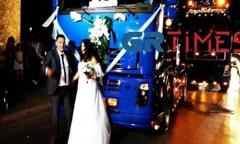 Θεσσαλονίκη: Γαμήλια πομπή από νταλίκες - Εφτασαν στον Λευκό Πύργο
