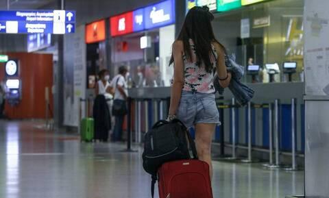 Βρετανία: Αεροπορικές και τουριστικές εταιρείες πιέζουν την κυβέρνηση να χαλαρώσει τους περιορισμούς