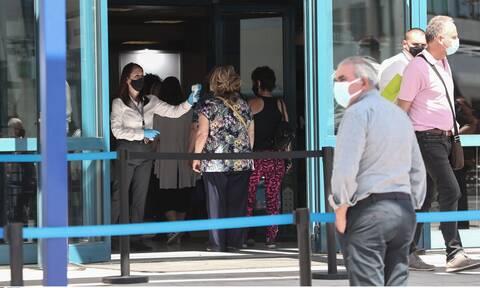 Κορονοϊός: Περιπέτεια για 35χρονη μετά το εμβόλιο - Μεταφέρθηκε στο νοσοκομείο της Λαμίας