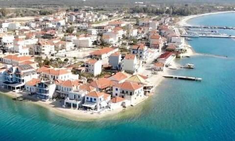 Το ελληνικό χωριό που «επιπλέει» στο νερό