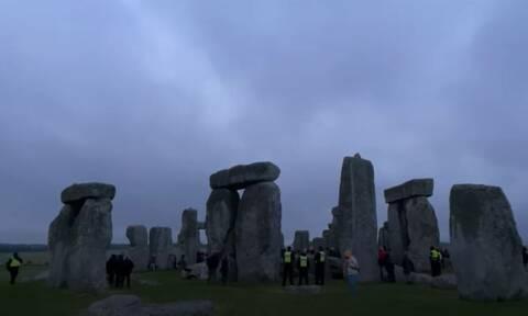 Stonehedge : «Πάρτι» για το θερινό ηλιοστάσιο με εκατοντάδες συγκεντρωμένους – Αψήφησαν τα μέτρα