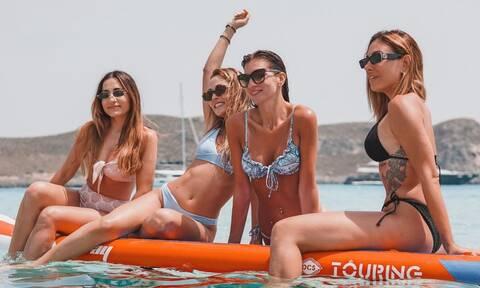 Celebrities σε θάλασσες και ακτές με μικροσκοπικά μπικίνι και καλοκαιρινό mood! (photos)