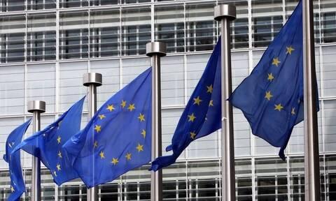 Κομισιόν: Το 57% του ενήλικου πληθυσμού της ΕΕ έχει λάβει μία δόση του εμβολίου