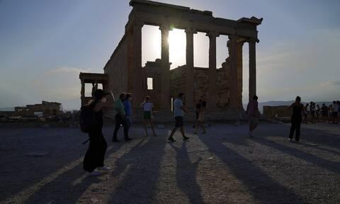 Εξαδάκτυλος στο Newsbomb.gr: Πώς θα κινηθεί η πανδημία το καλοκαίρι;