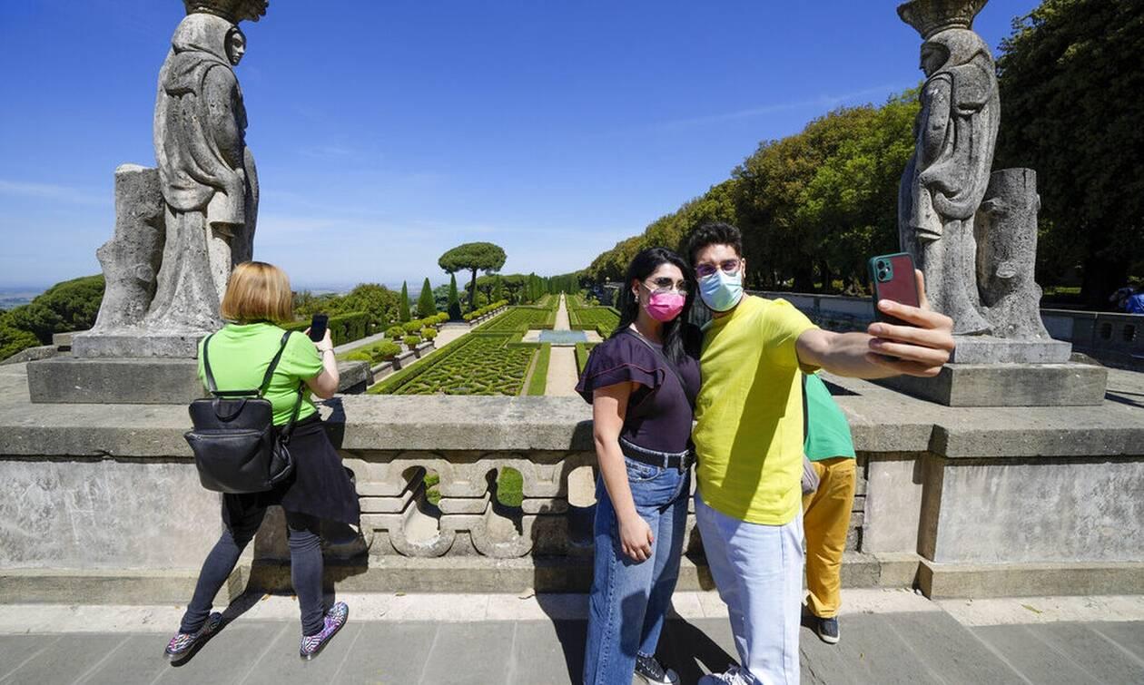 Κορονοϊός στην Ιταλία: «Τέλος» η υποχρεωτική μάσκα σε εξωτερικούς χώρους από 28 Ιουνίου