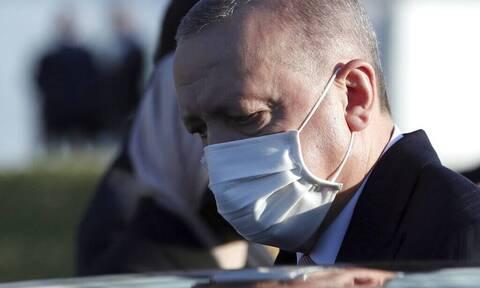 Τα γυρίζει ο Ερντογάν και κάνει επίθεση φιλίας στον Μητσοτάκη