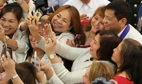 Φιλιππίνες: «Εμβόλιο ή φυλακή, εσείς διαλέγετε» λέει στους πολίτες ο πρόεδρος Ντουτέρτε.
