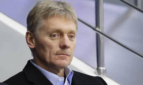"""Песков прокомментировал заявления о """"дискриминации"""" непривитых от коронавируса"""