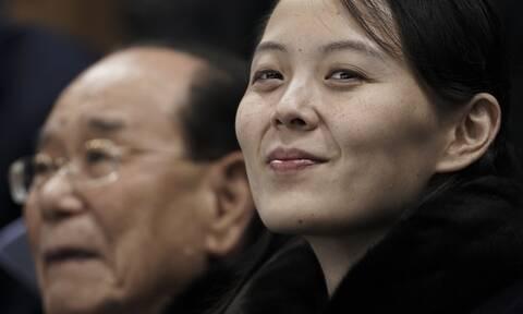 Βόρεια Κορέα: Η αδελφή του Κιμ Γιονγκ Ουν «δείχνει τα δόντια» της στην Ουάσινγκτον