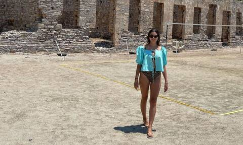 Σταματίνα Τσιμτσιλή: Δείχνει το αδυνατισμένο σώμα της με κίτρινο μαγιό και εντυπωσιάζει
