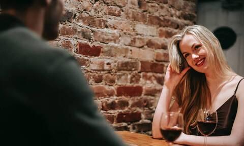 Φλερτ: Πώς πρέπει να μιλάς όταν φλερτάρεις;