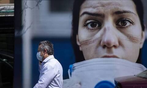 Κορονοϊός: Καπραβέλος στο Newsbomb.gr - «Δεν πρέπει να πετάξουμε τις μάσκες, παραμονεύει το 4ο κύμα»
