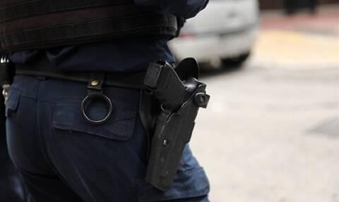 Θεσσαλονίκη: Αστυνομικός πήγε σε ζαχαροπλαστείο και ξέχασε το όπλο του!