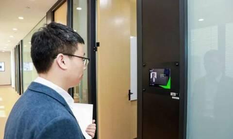Εργαζόμενοι στην Κίνα μπαίνουν στα γραφεία μόνο αν χαμογελάσουν! (photos)