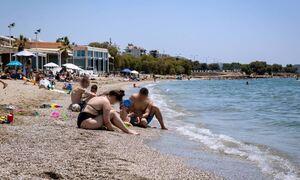 В Греции отменят маски и комендантский час