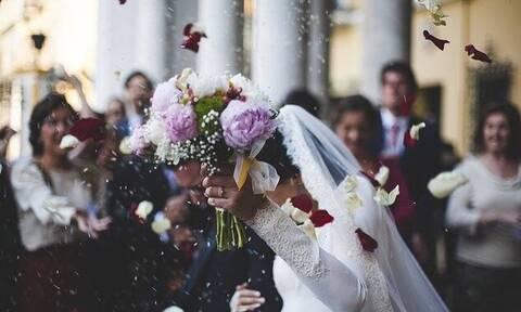 Άρση μέτρων – Χαρδαλιάς: Πόσα άτομα επιτρέπονται σε γάμους και δεξιώσεις