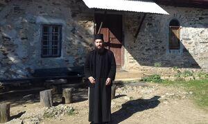 Επίθεση με βιτριόλι: Ποιος είναι ο ιερομόναχος που επιτέθηκε με καυστικό υγρό στη Μονή Πετράκη