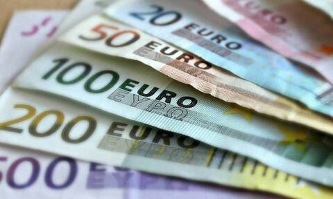 Μειώνονται μεσοπρόθεσμα οι φόροι σε αγαθά και υπηρεσίες – Η συμβολή του Ταμείου Ανάκαμψης