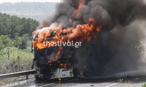 Βέροια: Νταλίκα τυλίχθηκε στις φλόγες στην Εγνατία Οδό