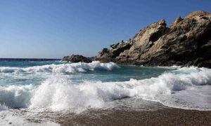 Θρίλερ στην Κόρινθο - Ξεβράστηκε πτώμα άνδρα σε παραλία