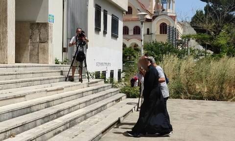 Στον Εισαγγελέα Αγρινίου ο ιερέας που συνελήφθη για βιασμό και παιδική πορνογραφία