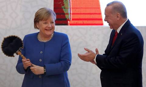 Σύνοδος Κορυφής: Η Μέρκελ παίζει τα ρέστα της – Το τελευταίο μεγάλο deal με τον Ερντογάν