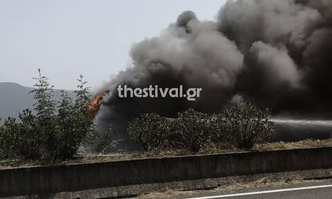Βέροια: Νταλίκα τυλίχτηκε στις φλόγες στην Εγνατία - Σώθηκε ο οδηγός