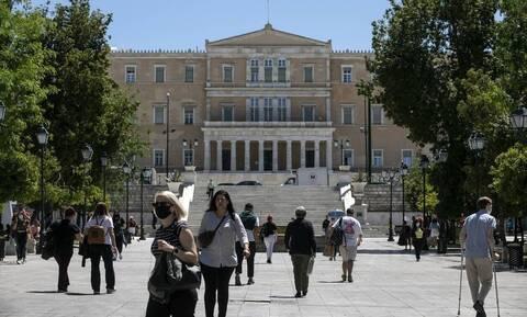 Λινού στο Newsbomb.gr: Θα επικρατήσει η μετάλλαξη «Δ» - «Λάθος να πετάξουμε τις μάσκες»