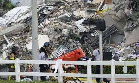 Φλόριντα: Η στιγμή της κατάρρευσης της πολυώροφης πολυκατοικίας (video)