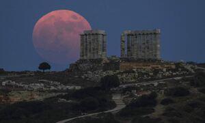 Μάγεψε η υπερπανσέληνος του Ιουνίου - Δείτε εικόνες από το  «Φεγγάρι της Φράουλας»