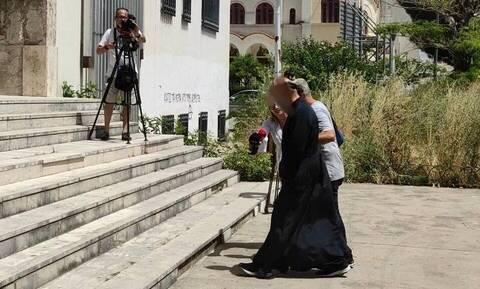 Αγρίνιο: Σε ηλικία 13 ετών βιάστηκε από τον ιερέα η κοπέλα που τον κατήγγειλε