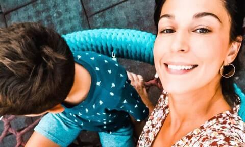 Κατερίνα Παπουτσάκη: Μας έδειξε τον έπαινο που πήρε ο γιος της