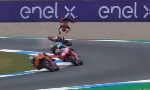 Τρομακτικό ατύχημα στο MotoGP - «Πάγωσαν» όλοι με τον Μαρκ Μάρκεθ (pics+vid)