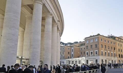 Βατικανό: Άνδρας με μαχαίρια απειλούσε τουρίστες κοντά στη Βασιλική του Αγίου Πέτρου