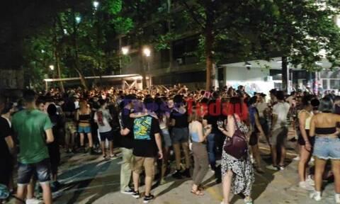 Θεσσαλονίκη: Το αδιαχώρητο ξανά στο ΑΠΘ – Νέο πάρτι με χιλιάδες άτομα (vid)