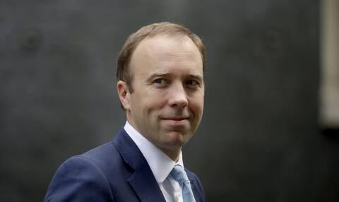 Παραιτήθηκε ο υπουργός Υγείας της Βρετανίας μετά το ροζ σκάνδαλο και την παραβίαση των μέτρων