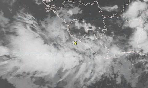 Ο κυκλώνας Ενρίκε απειλεί τις ακτές του δυτικού Μεξικού