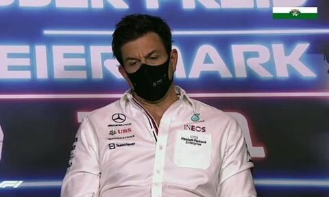 O Toto Wolff, επικεφαλής της Mercedes στην F1, αδειάζει το γκαράζ του