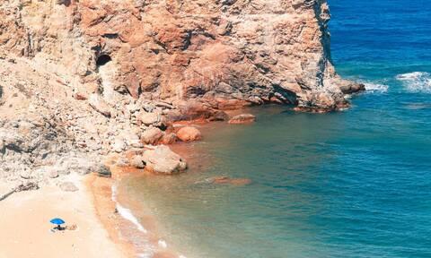 Το πανέμορφο ελληνικό νησί που πας για να... χωρίσεις!