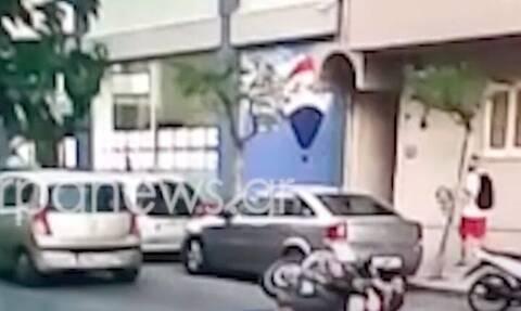 Βίντεο - σοκ: Η στιγμή που μηχανή παρασύρει παιδάκι στα Χανιά