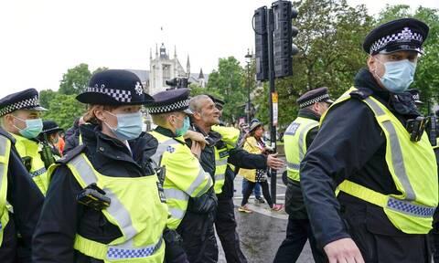 Λονδίνο: Υπαίθριο πάρτι - διαδήλωση για την επαναλειτουργία των νυχτερινών κέντρων